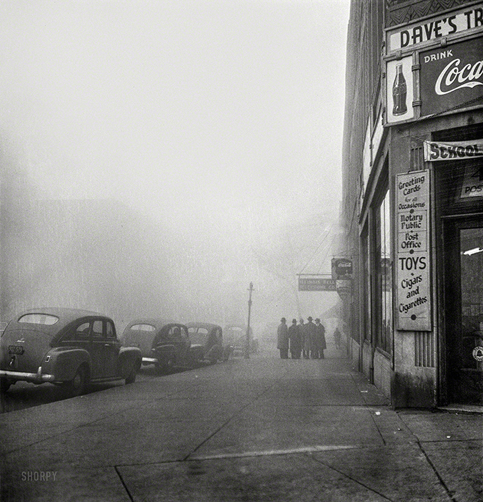 December 1942. 'Chicago, Illinois. An unusually heavy fog in the early afternoon.' Photo by Jack Delano for the Office of War Information.